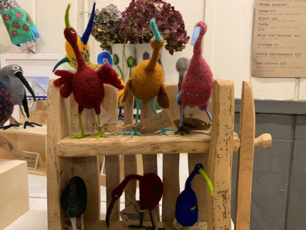 Chirping birds on the shelf